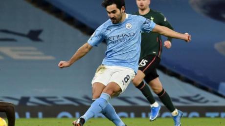 Ilkay Gündogan (M) von Manchester City in Aktion.