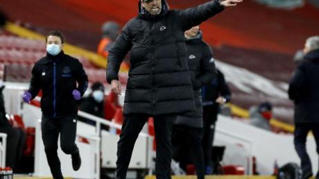 Liverpool-Trainer Jürgen Klopp schmerzt die Niederlage gegen den Lokalrivalen sehr. Der Frust ist ihm anzusehen.