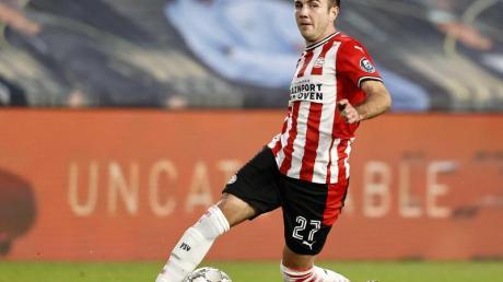 Mit seinem ersten Doppelpack in der Eredivisie hat Mario Götze der PSV Eindhoven zum 3:1 (0:1)-Sieg über Vitesse Arnheim verholfen.
