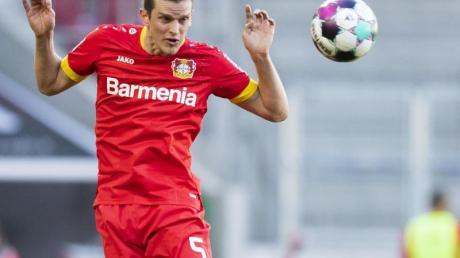 Fällt nach einer Meniskus-OP für Bayer Leverkusen länger aus: Sven Bender in Aktion.