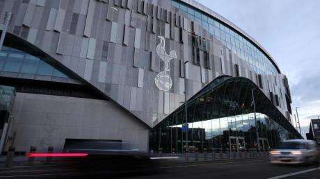 FDas Logo von Tottenham Hotspur prangt an derFassade des heimischen Stadions.