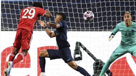Im August 2020 triumphierten die Münchner beim Finalturnier gegen Paris Saint-Germain dank des Kopfballtores von Kingsley Coman (l) mit 1:0.