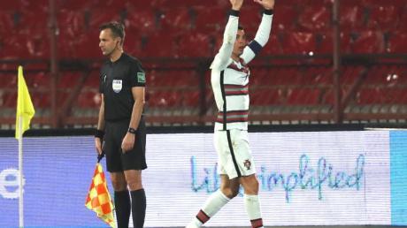 Portugals Kapitän Cristiano Ronaldo reagiert während des Spiels.