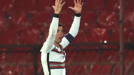 Regt sich im Spiel gegen Serbien über ein reguläres nicht gegebenes Tor auf: Portugals Kapitän Cristiano Ronaldo.