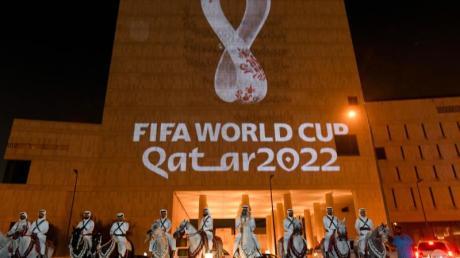 Katar will zur Fußball-WM im kommenden Jahr nach Möglichkeit nur gegen das Coronavirus geimpfte Fans in die Stadien lassen.