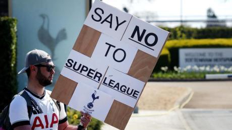 Nach heftiger Kritik ist das Projekt Super League vorerst gescheitert - ohne die englischen «Big Six» ging es nicht.