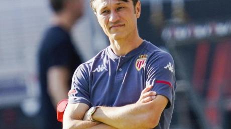 Monacos Trainer Niko Kovac steht am Spielfeldrand.