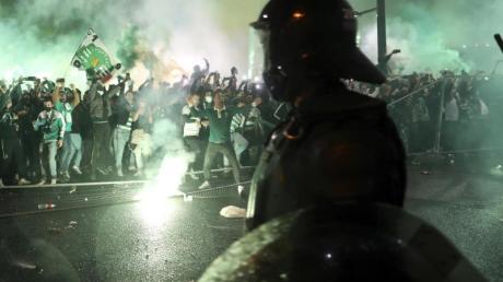 Fans von Sporting Lissabon feiern nach dem Sieg gegen Boavista Porto den Meistertitel in Portugal.