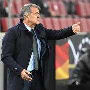 Hat sein erweitertes EM-Aufgebot benannt: Türkei-Coach Senol Günes.