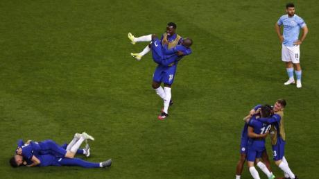 Die Chelsea-Spieler feiern nach dem Sieg im Champions-League-Finale.