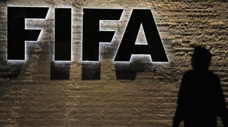 Die FIFA hat den italienischen Erstligisten Spezia Calcio mit einem Transferverbot belegt.