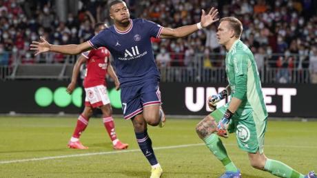 PSG-Stürmer Kylian Mbappé bejubelt das zwischenzeitliche 2:0 in Brest.
