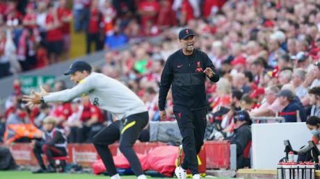 Chelsea-Coach Thomas Tuchel (l) und Liverpool-Trainer Jürgen Klopp waren mächtig in Fahrt.