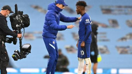Ein Wechsel von Callum Hudson-Odoi (r) vom FC Chelsea zu Borussia Dortmund kam für Blues-Trainer Thomas Tuchel nie infrage.