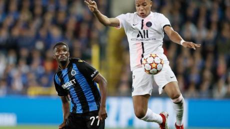 Müsste in Brügge zur Halbzeit ausgewechselt werden: PSG-Star Kylian Mbappé (r).