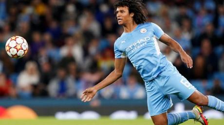 Hat kurz nach seiner Tor-Premiere in der Champions League gegen RB Leipzig seinen Vater verloren.: Nathan Aké von Manchester City.