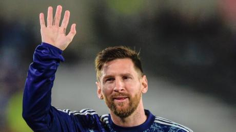 Argentiniens Lionel Messi winkt während des Trainings. (Archivbild).