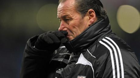 Auf Salzburgs Trainer Huub Stevens kommen harte Zeiten zu.