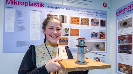 Zoe Prillwitz aus Friedberg hat die Jury mit einem Waschbecken-Filter für Mikroplastik beeindruckt. Er verhindert, dass Plastik in das Abwasser gelangt, und schützt damit die Umwelt.