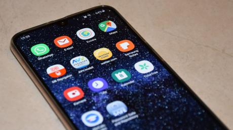 Unsere K!ar.Texterin Lena hat ihr Handy nach den wichtigsten Apps durchforstet und sich kritisch gefragt: Was brauche ich wirklich? Dabei zeigte sich, für wie viele Alltagsaufgaben das Smartphone ein praktischer Helfer ist.
