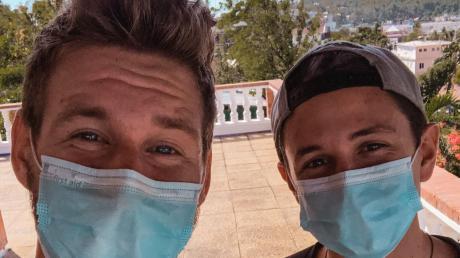 Max Schön und Freund Max Zimmermann, beide aus Lauingen, haben sich im vergangenen Jahr auf eine Weltreise aufgemacht. Damals rechneten sie nicht damit, dass im Urlaubsparadies Boracay Maskenpflicht herrschen könnte. Doch die globale Corona-Krise hat auch ihre Pläne vorerst lahmgelegt.
