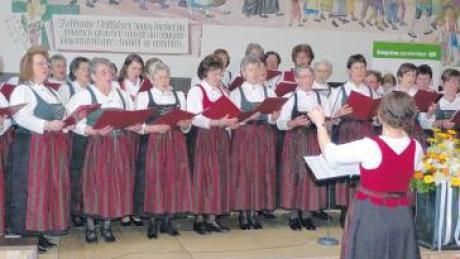 Der Landfrauenchor eröffnete und gestaltete den Landfrauentag im Klosterbräusaal in Ursberg mit besinnlichen und volkstümlichen Weisen.