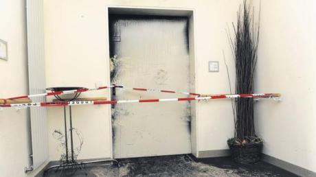 Während der Brandermittlungen durfte niemand in die betroffenen Räume des Krankenhauses St. Camillus. Jetzt stellte sich heraus: Eine 23-jährige Patientin war für das Feuer verantwortlich.