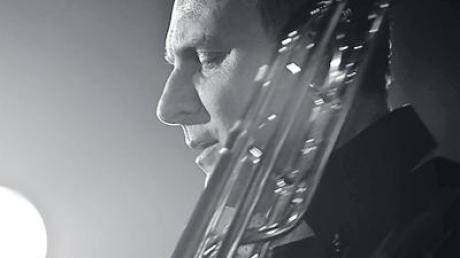 Grandioser Posaunist: Lito Fontana spielt bei der Generalprobe der Brass-Band-Connection in Breitenthal.