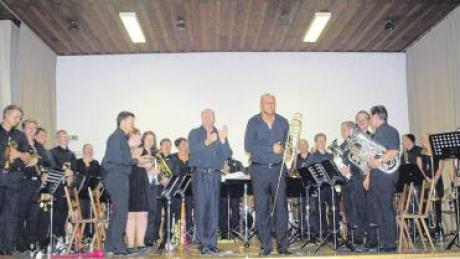 Bei ihrer öffentlichen Generalprobe für einen Auftritt in Augsburg-Göttingen verwandelte die Brass Band Connection das Vereinsheim Breitenthal zum großen Konzertsaal.
