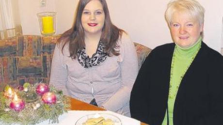 Bei Breitenthals Bürgermeisterin Gabriele Wohlhöfler – im Bild mit Tochter Susanne – wird seit 10. Dezember gebacken.