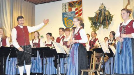 Bei ihrem Weihnachtskonzert entführte die Musikkapelle Breitenthal unter Leitung von Markus Kolb akustisch nach Spanien.