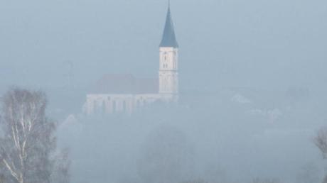 Blick auf die Kirche von Breitenthal: Die Dorferneuerung spielt dort derzeit eine tragende Rolle.