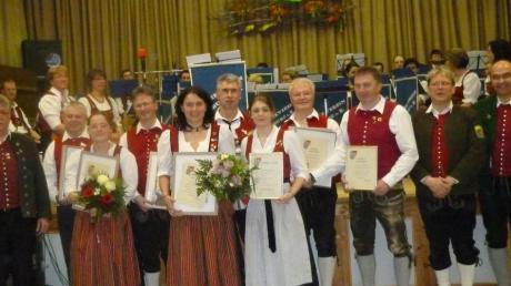 Geehrt wurden (von links) Franz Alstetter, Peter Lerchner, Jessica Rademacher, Jürgen Dopfer, Patricia Kattler, Karl Dormair, Lena Weiß, Günther Beugel, Wolfgang Mahler, Erich Jeckle und Karl Bisle.