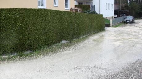 Der nur geschotterte Mühlbachweg in Neuburg soll bald nach einem abrechenbaren Mindeststandard ausgebaut werden.