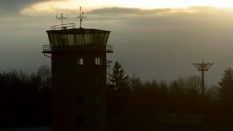 So sah der Tower des Fliegerhorsts Leipheim vor dem Abriss aus.