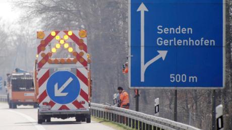 Auf der B28 zwischen Neu-Ulm und Senden werden Bäume gefällt. Es kann zu Behinderungen kommen.