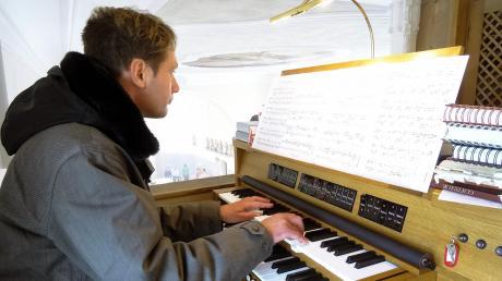 Organist Thomas Weber gab auch gleich eine Kostprobe der neuen Orgel.