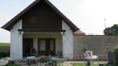 Zügig voran geht es bei der Sanierung der Hausener Aussegnungshalle. Es sollen umfangreiche Erneuerungen rund um das Friedhofsareal folgen.