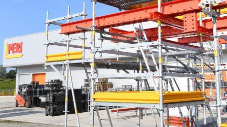Die ersten Gerüste der Günzburger Produktion sind bereits gefertigt: Peri hat nun auch offiziell seinen neuen Standort an der Autobahn A8 in Betrieb genommen.