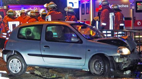 Winterliche Verhältnisse ließen eine Pkw-Fahrerin am Mittwochabend gegen ein Brückengeländer rutschen.