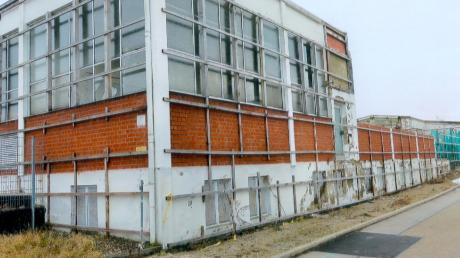 Thema im Ellzeer Gemeinderat war das Aussehen des leer stehende Betriebsgebäudes an der B 16.