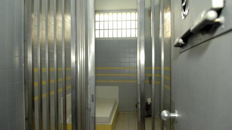 Die Nacht zum Montag hat ein Babenhauser in der Arrestzelle der Polizei verbracht.