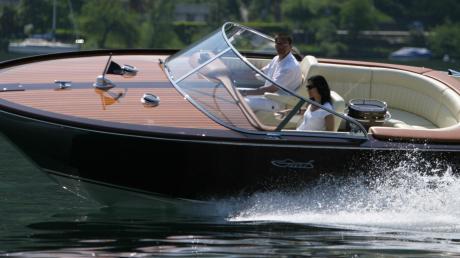 So sieht es aus, wenn Florian Graf sich mit seinem Boot auf dem Lago Maggiore für den Fotografen ins Zeug legt.