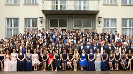 Sie haben die Schulzeit erfolgreich hinter sich gelassen und freuen sich nun auf neue Herausforderungen im Leben: 189 Absolventen der Krumbacher Fach- und Berufsoberschule.