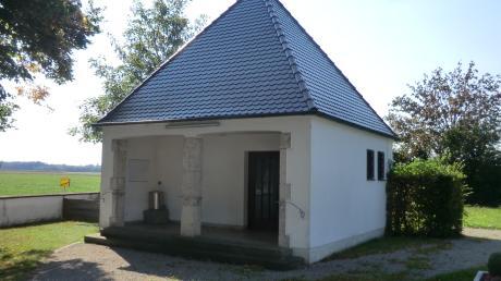 Die Leichenhalle von Wiesenbach ist sanierungsbedürftig. Zunächst muss allerdings festgestellt werden, wie schlimm die Schäden sind.  <b>Foto: Anton Geißler</b>