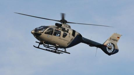 Mithilfe eines Polizeihubschraubers konnte der Mann aus Wiedergeltingen wieder gefunden werden (Symbolbild).