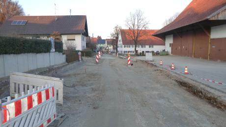 Im Rahmen des Ausbaus der Hauptstraße in Unterwiesenbach werden auch alle Hydranten erneuert und für ein schnelleres Internet Leerrohre für Glasfaserkabel verlegt.