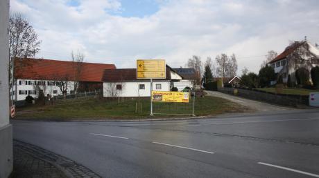 """Über die Nutzung des ehemaligen """"Huber-Areals"""" in Langenhaslach gibt es unterschiedliche Auffassungen. In diesem Bereich soll zudem die Straßenquerung für Fußgänger verbessert werden."""