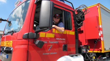 """Wieder """"am Steuer"""", wenn auch in anderer Funktion. Der frühere Krumbacher Feuerwehrkommandant Wolfgang Hiller ist jetzt Vorsitzender des Feuerwehr-Vereins. Seine Wahl war das prägende Thema bei der Generalversammlung der Feuerwehr."""