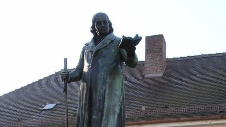 In Thannhausen ist Christoph von Schmid im Denkmal verewigt. 1796 trat er hier eine Stelle als Benefiziat und Schuldirektor an.